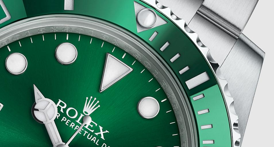 The famous copy Rolex Submariner 116610LV watches are welcome.