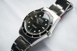 The stainless steel fake Rolex Milgauss watches have black dials.