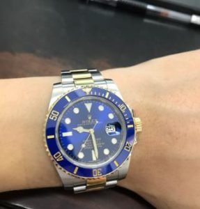 The blue dial Submariner makes the wearers more elegant.