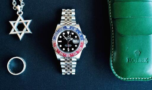 The Rolex GMT-Master II watches are suitable for global travelers.