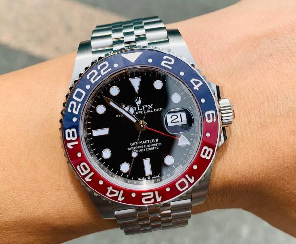 The blue and red ceramic bezel makes the timepiece eye-catching.
