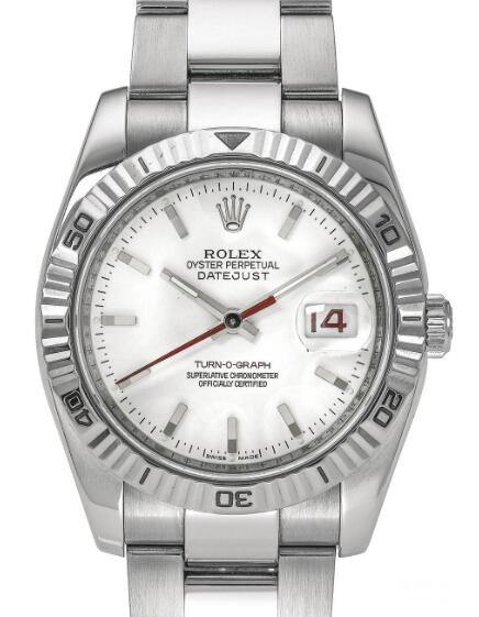 The fluted bezel is crafted by white gold, adding the noble touch to the model.