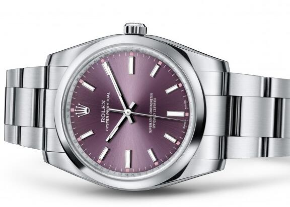 The 34 mm timepiece will reinforce the charm of women.