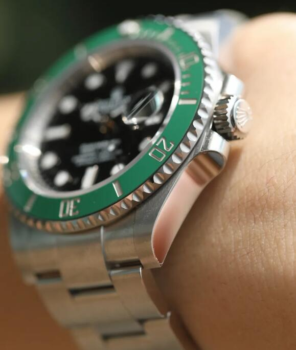 The new Swiss copy Submariner is appealing to majority of watch lovers too.