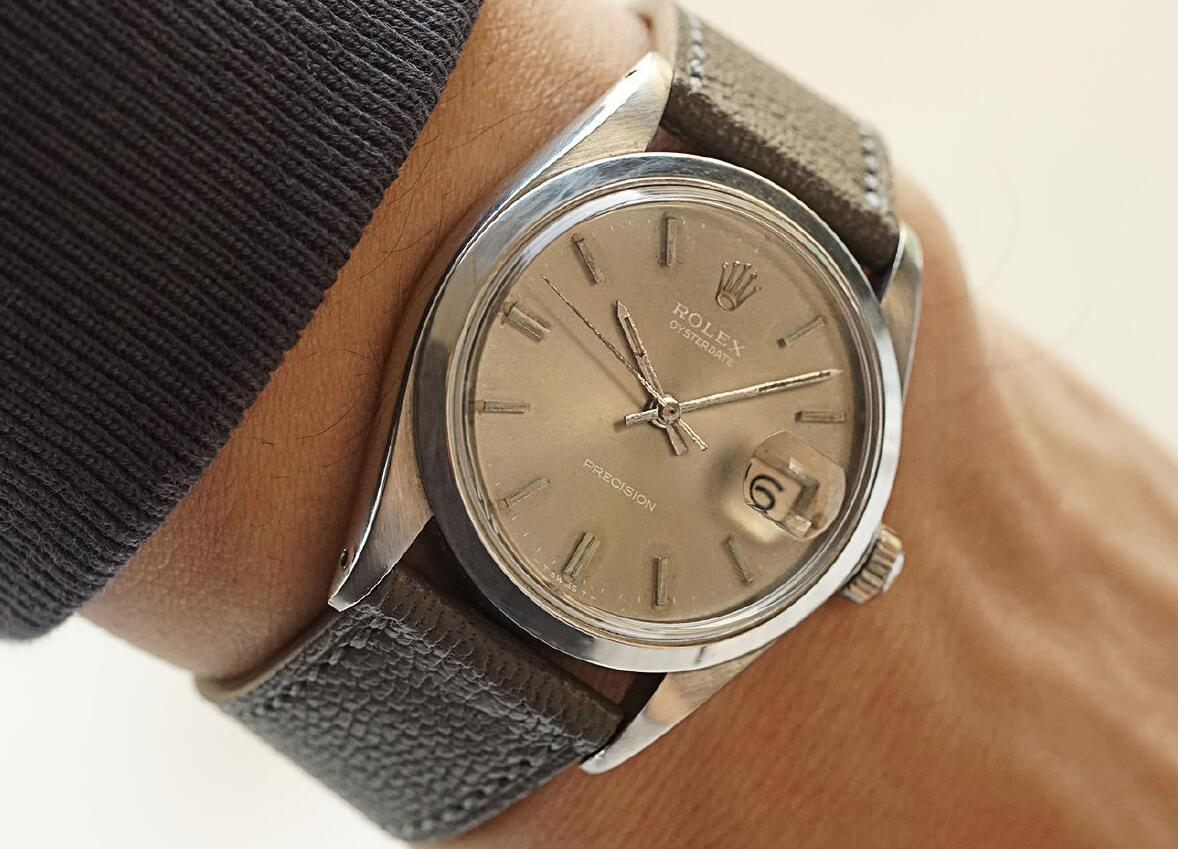Swiss fake watches efficiently interpret the vintage feeling.