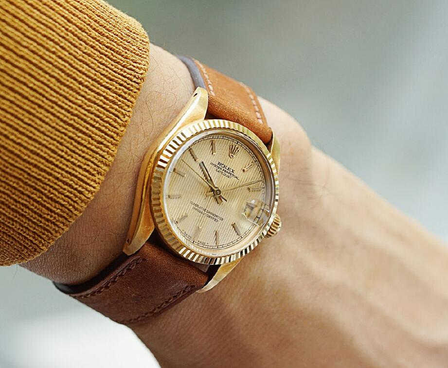 Swiss made fake watches are driven by the automatic mechanical movements.