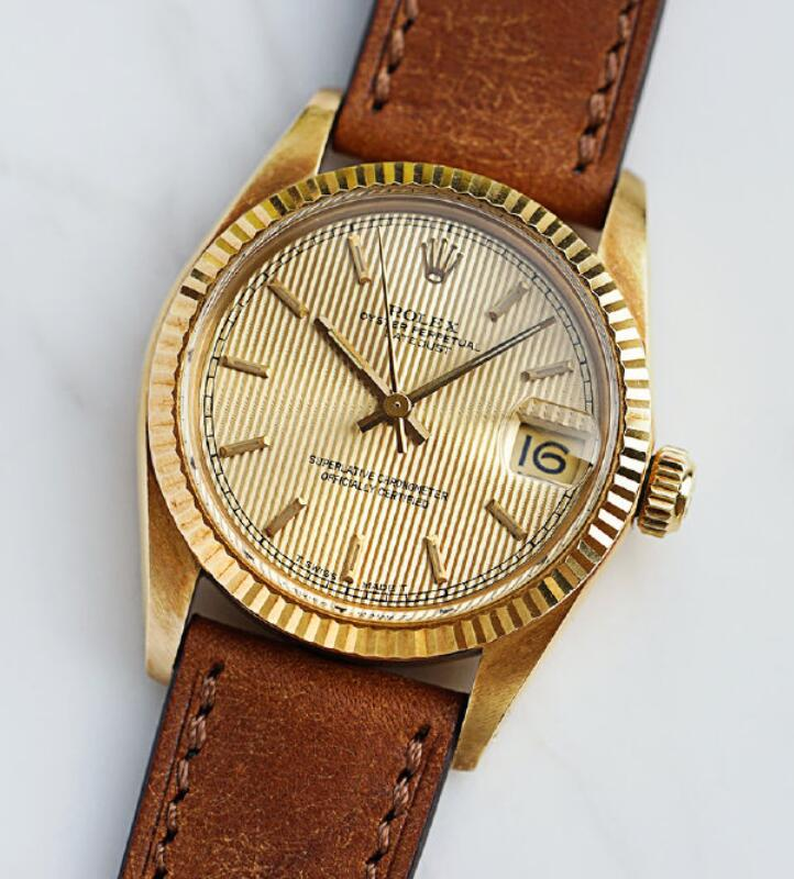 1:1 replica watches become brilliant for the gold colored dials.